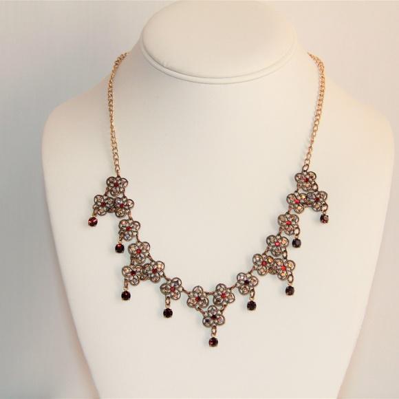 GLASS WORKS Jewelry - Vintage Glass Works Studio Swarovski Necklace